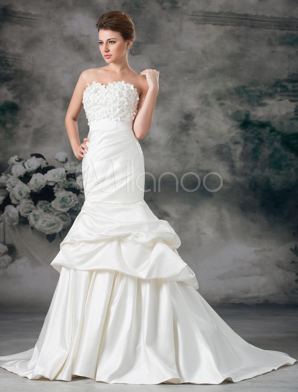 Robe de mariée sirène ivoire en satin encolure coeur à traîne ...