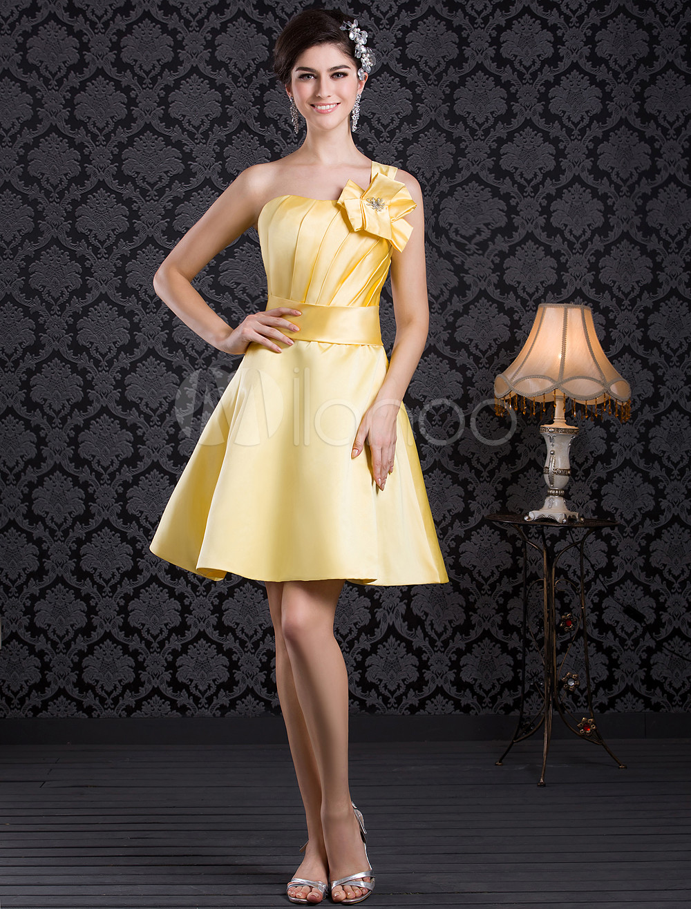 Charming A-line Satin Flower One-Shoulder Knee-Length Fashion Bridesmaid Dress