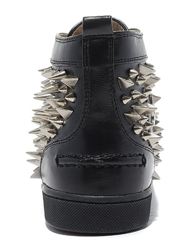 chaussures clout es noires en cuir v ritable. Black Bedroom Furniture Sets. Home Design Ideas