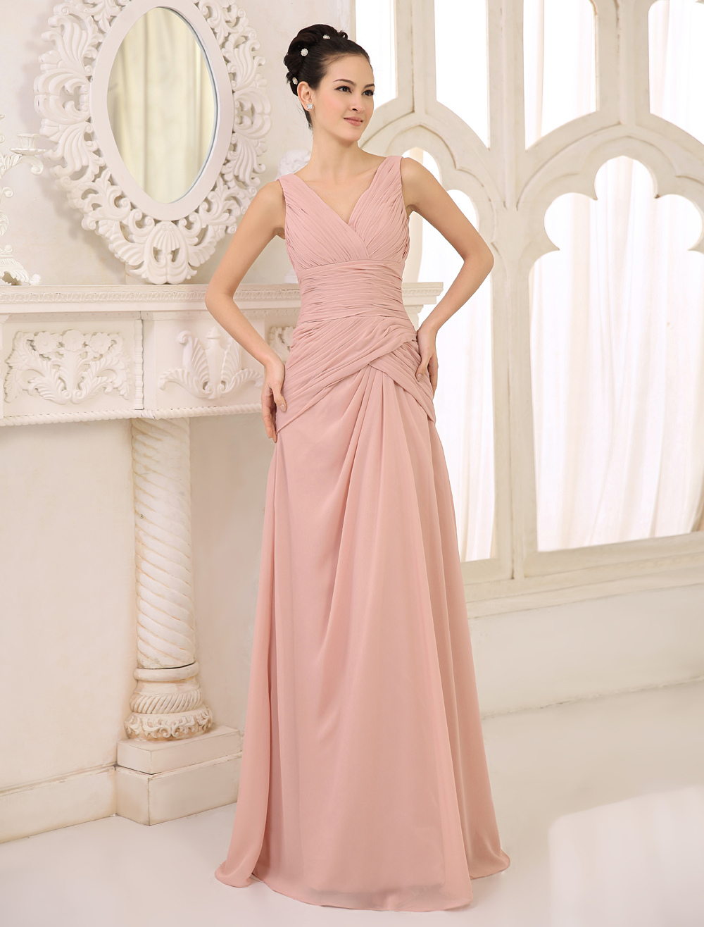 Blush Pink Bridesmaid Dress Chiffon Ruched Long Prom Dress V Neck Sleeveless Pleated Floor Length Wedding Party Dress