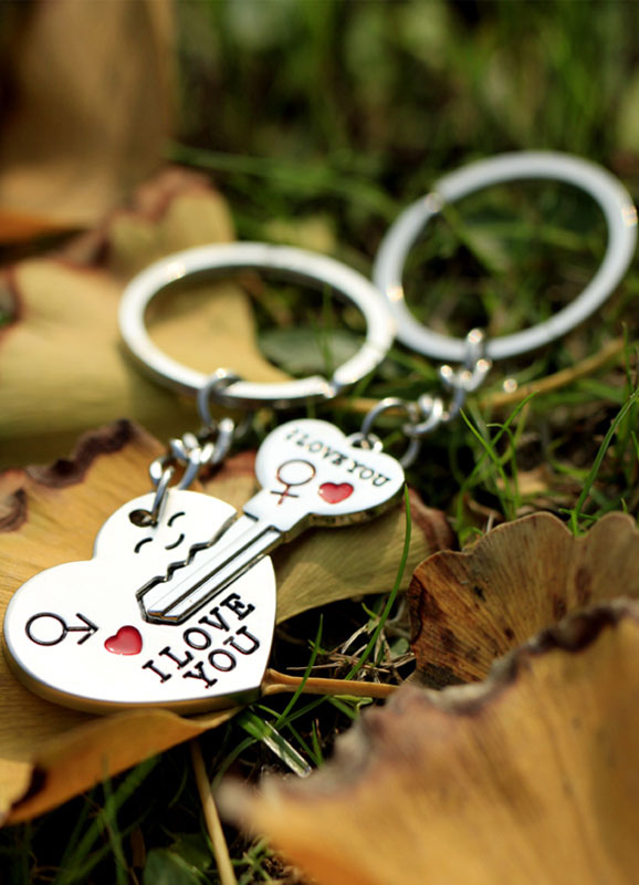 4-Pair Key and Heart Metal Keychain Favors for Wedding