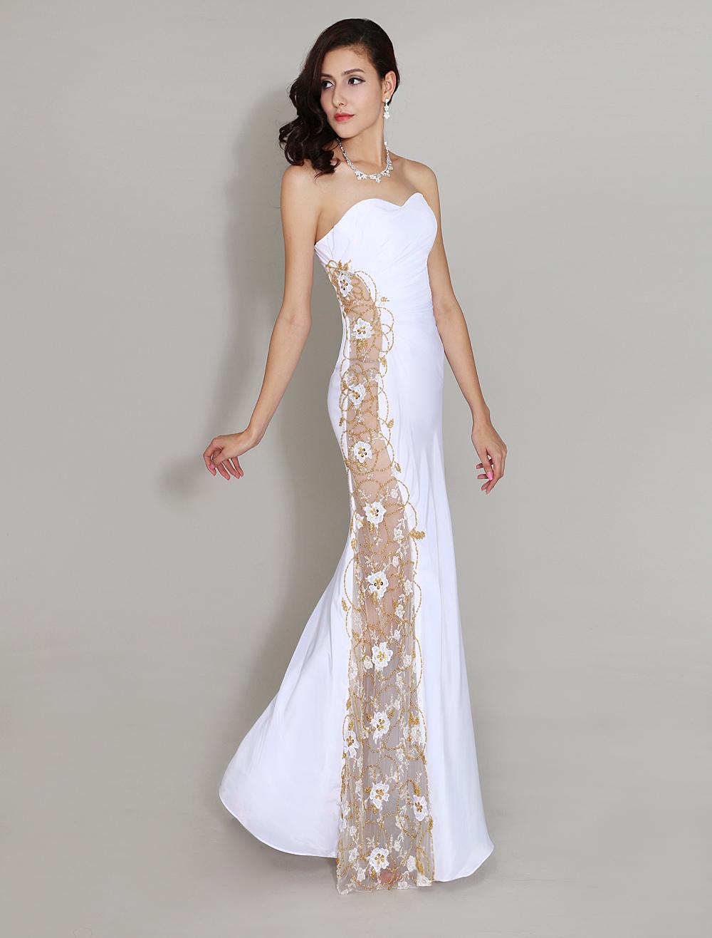 Robe de soir e blanche avec applique d 39 encolure en coeur for Jupe a carreaux noir et blanc