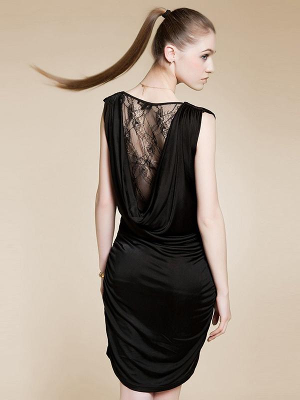 Robe dos dentelle noire