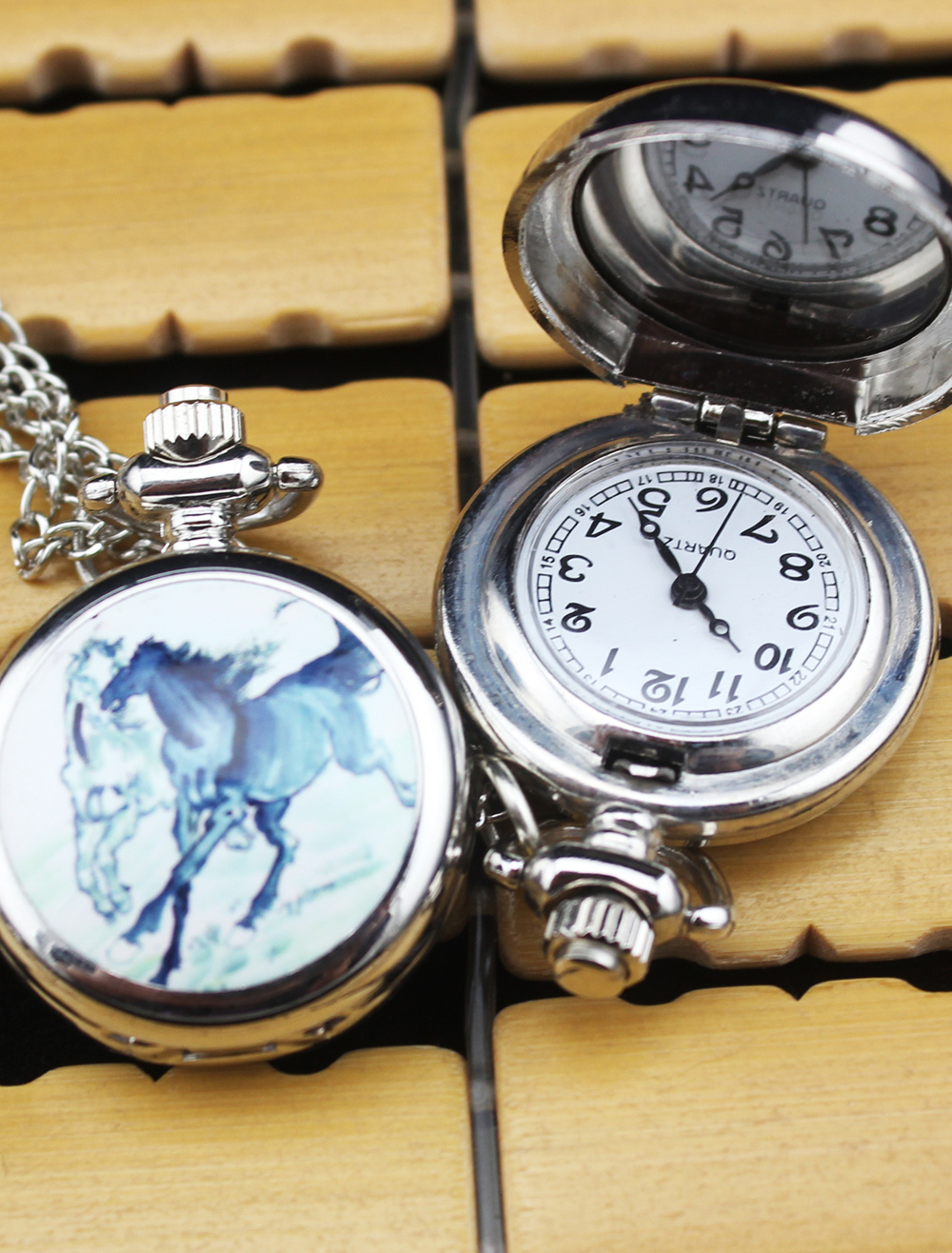 Personalized Wedding Horse Pattern Pocket Watch With Mirror