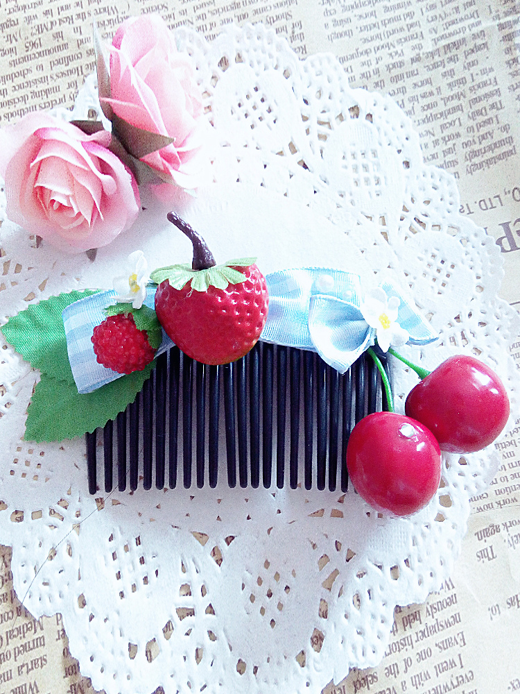 Lolita Tuck Comb With Strawberry Pattern