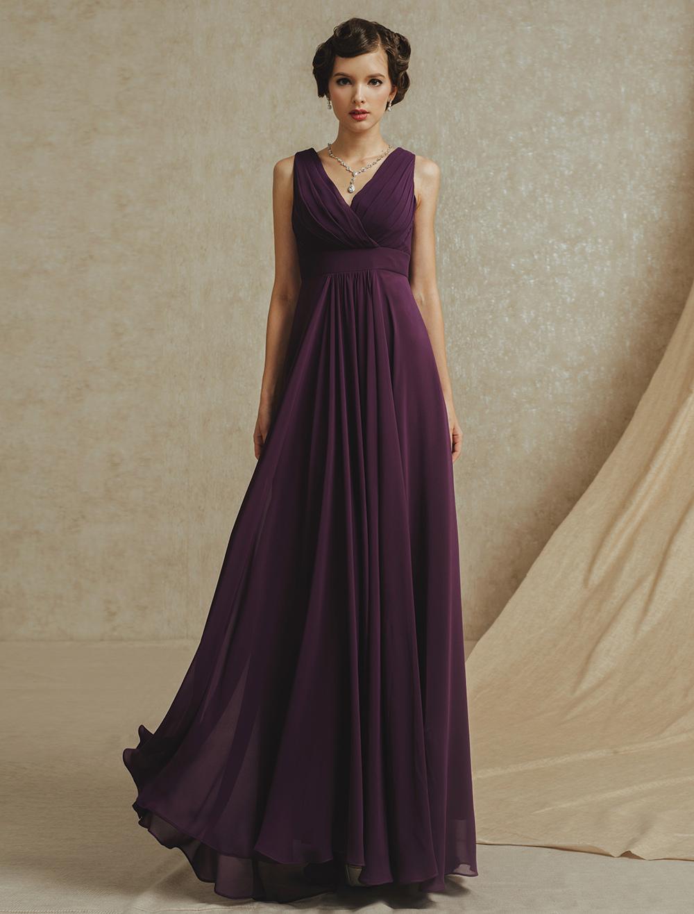 robe demoiselle d 39 honneur violette fonc e col v. Black Bedroom Furniture Sets. Home Design Ideas