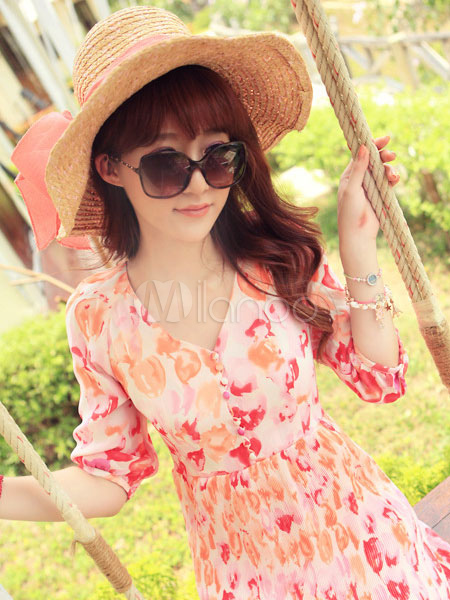 chapeau de plage rose chasuble jolies femmes. Black Bedroom Furniture Sets. Home Design Ideas