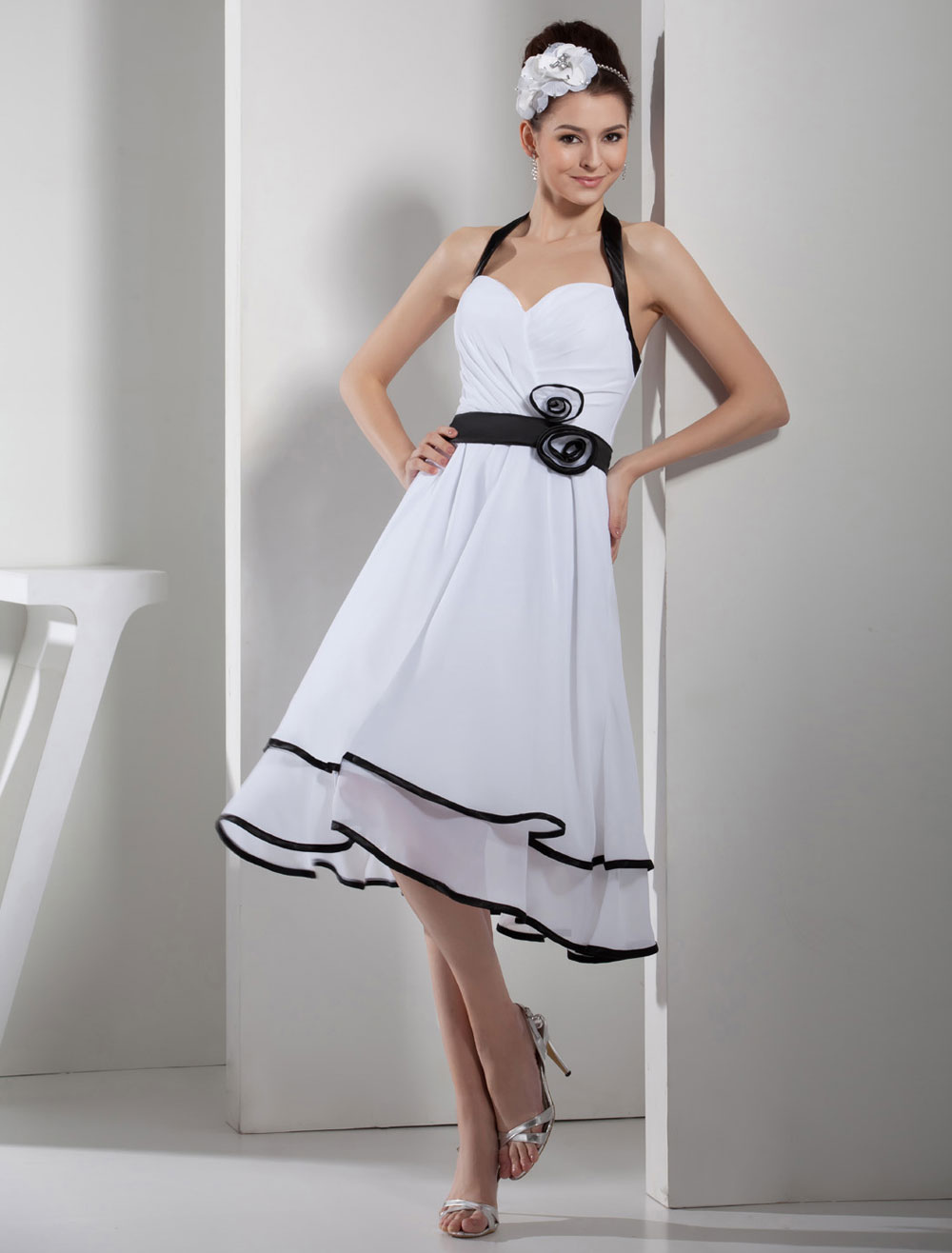 Halter Homecoming Dress Pleated Flower Applique Chiffon A-Line Backless Cocktail Dress Short Prom Dress Milanoo