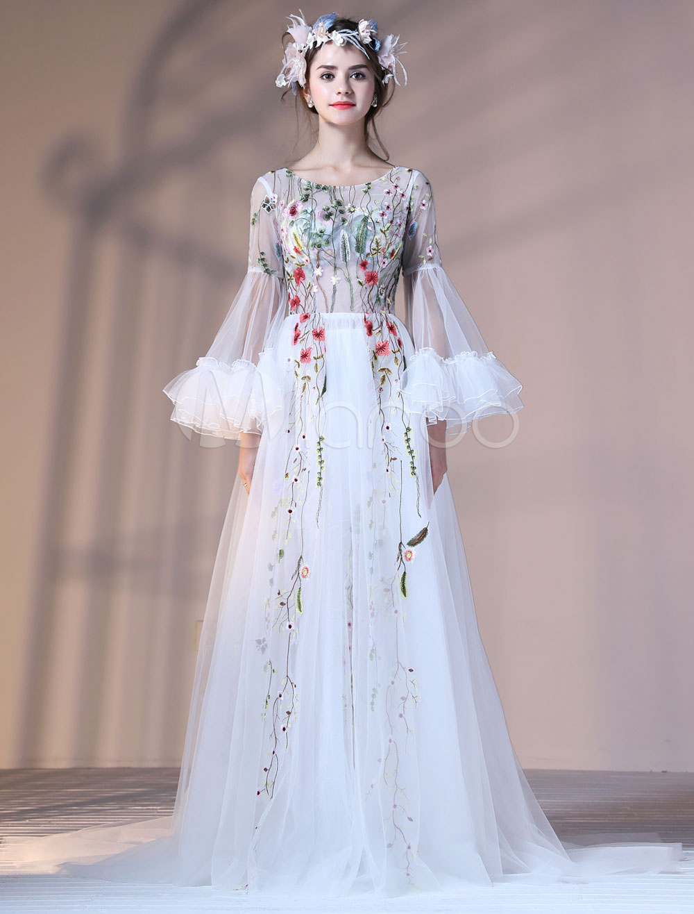 Luxury Prom Dresses Long Bell Sleeve Flowers Embroidered Round Neck Formal Dress (Wedding) photo