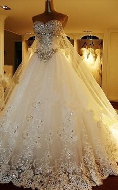 Vestido de novia de tul con escote en corazón y pedrería