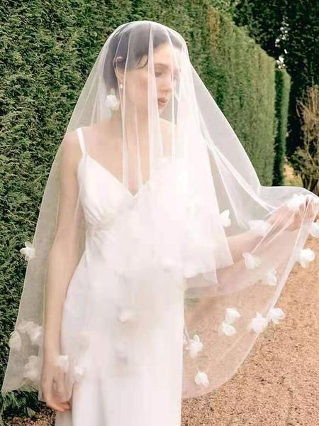 Image of Copricapo da sposa bianco pettine accessori per capelli in tulle per la sposa